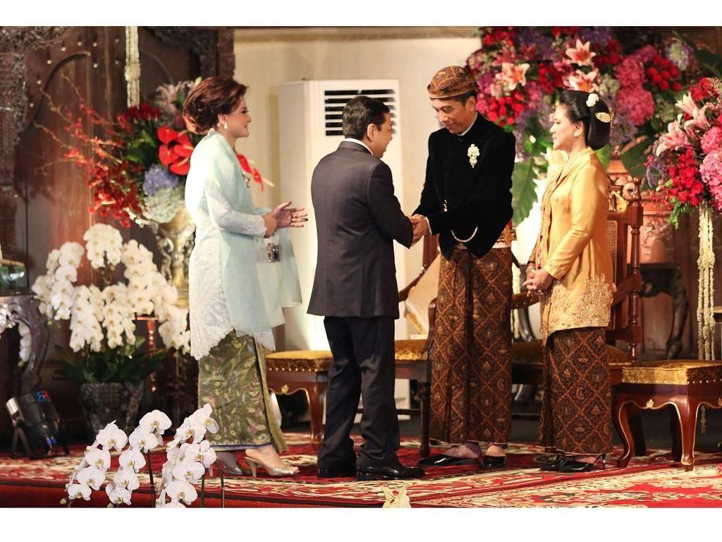 Foto: Gaya Rambut Sasak Tinggi Istri Setya Novanto yang Cetar