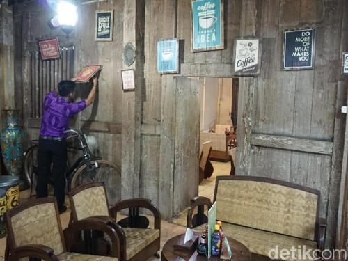 Berburu Batik Murah Sambil Ngopi Cantik? Jalan Kauman Solo Tempatnya