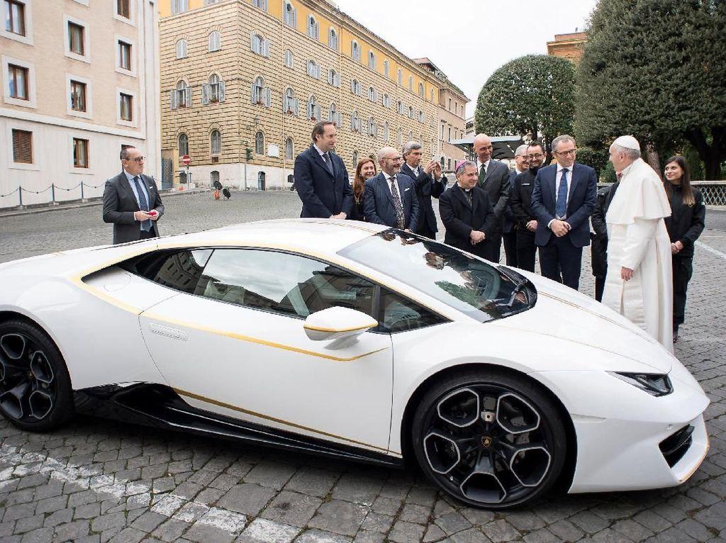 Mobil itu laku dengan angka 715.000 euro atau setara dengan Rp 11,9 miliar. Foto: Reuters
