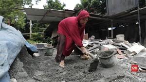 Suwira, Sang Perempuan Pengrajin Batu Nisan