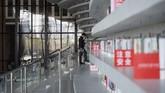Aula perpustakaan yang disebut 'idaman para kutu buku' tersebut mampu mendatangkan 15 ribu pengunjung di akhir pekan. (AFP PHOTO / FRED DUFOUR)