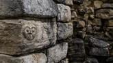 Benteng ini pada awalnya melindungi sekitar 300 ribu jiwa suku Chachapoya. Namun ditinggalkan pada 1570 karena penaklukan Spanyol sehingga kondisi kota memburuk dan ditutupi akar tumbuhan. (AFP PHOTO / Ernesto BENAVIDES)