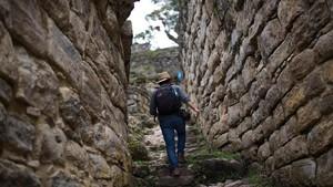 FOTO: Mendaki Benteng 'Prajurit Awan' di Pedalaman Peru