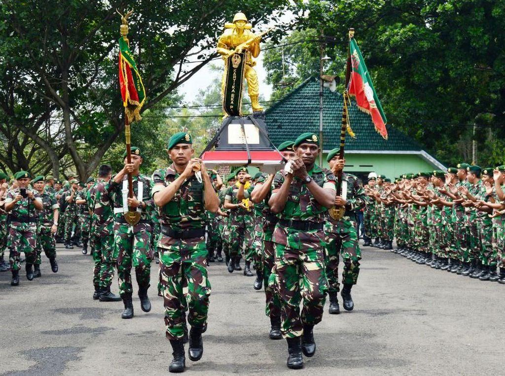Kontingen yang beranggotakan 111 orang, yang terdiri dari 26 orang peserta dan 85 orang pendukung serta pelatih ini berhasil menorehkan prestasi sebagai juara umum pada perlombaan Peleton Tangkas TNI AD Periode II TA 2017. Dok. Penkostrad.
