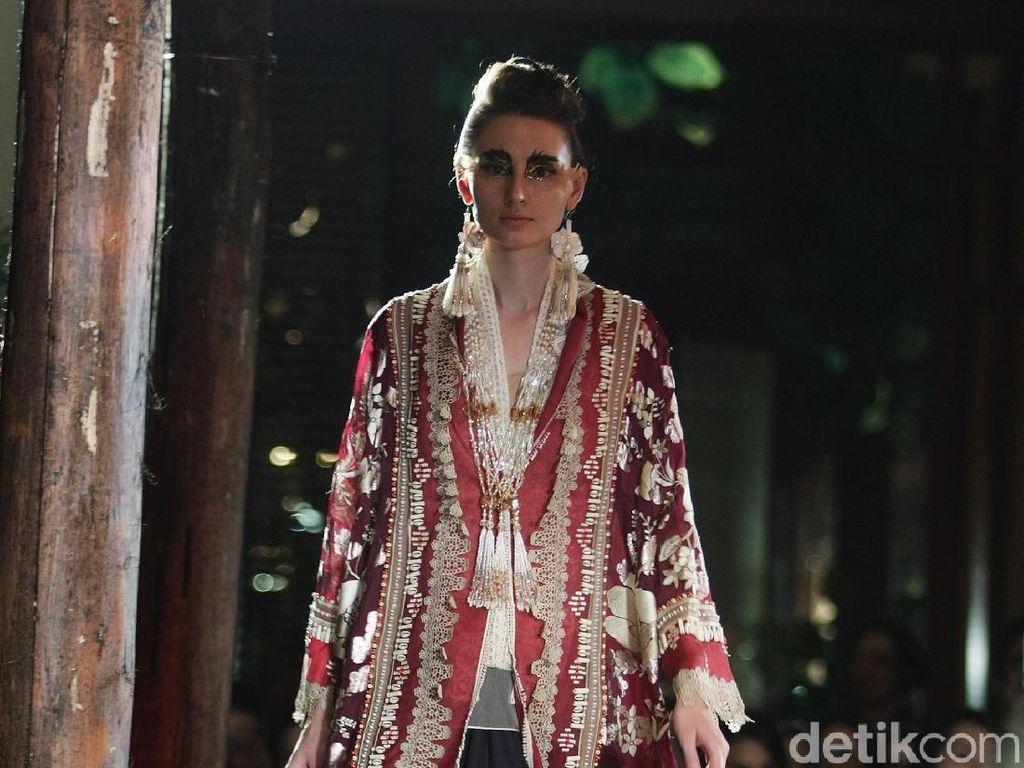 Foto: 25 Koleksi Busana Tenun Sumba Karya Biyan Wanaatmadja