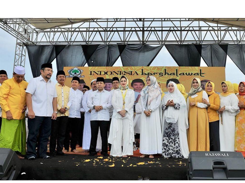 Foto: 6 Gaya Modest Istri Setya Novanto Saat Berkerudung