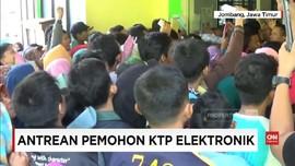 VIDEO: Ratusan Warga Berdesakan Demi e-KTP