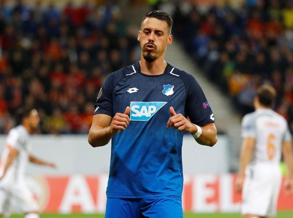 Sandro Wagner selaku striker Hoffenheim. (Foto: Kai Pfaffenbach/Reuters)