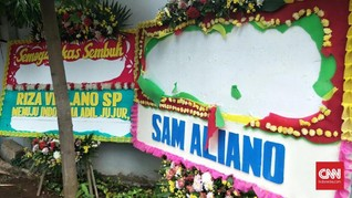 Papan Bunga Satire Setnov Dirusak, Sam Aliano Sediakan Rp1 M