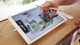 Teknologi AR memungkinkan pengunjung merasakan pengalaman menjelajah seluruh bagian 'Kampus Antariksa' Apple yang didesain layaknya pesawat penjelajah luar angkasa. (REUTERS/Elijah Nouvelage)