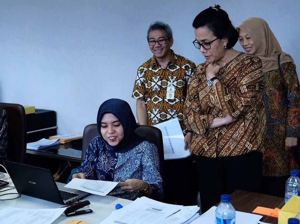 Sri Mulyani meninjau proses wawancara untuk seleksi CPNS Kementerian Keuangan di Kantor Ditjen Pajak, Jakarta Selatan. Istimewa/Instagram Sri Mulyani.