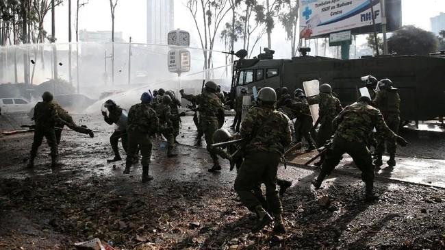 Pemilu ulang itu ditentang oleh Odinga dan para pendukungnya. Proses pemungutan suara pun hanya diikuti oleh 39 persen pemegang hak pilih. (Reuters/Thomas Mukoya)