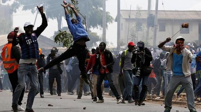 Dalam orasi itu, Odinga diperkirakanakan kembali menyampaikan protes terhadap hasil pemilu ulang yang dimenangkan oleh Presiden Uhuru Kenyatta pada bulan lalu. (Reuters/Thomas Mukoya)