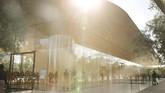 Apple akhirnya meresmikan visitor center di salah satu banguna yang terletak di Apple Park di Cupertino, California,Amerika Serikat.(REUTERS/Elijah Nouvelage)