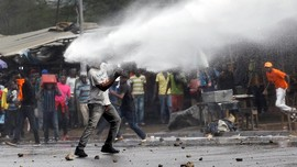 FOTO: Ricuh saat Warga Jemput Oposisi Kenya, 5 Orang Tewas