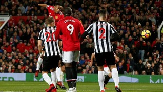 Manchester United Geser Posisi Chelsea