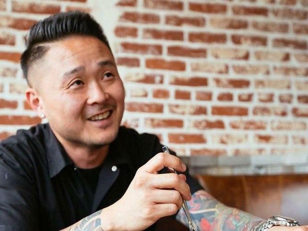 Berwajah Asia, Tin Vuong masuk deretan chef seksi di Amerika. Ia mengelola restoran Little Sister di LA. Foto: People