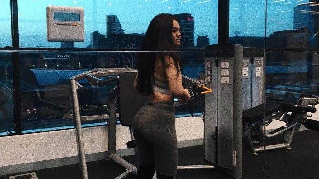 Berbagai Variasi Squats, Rahasia Body Goals ala Shafa Aliya