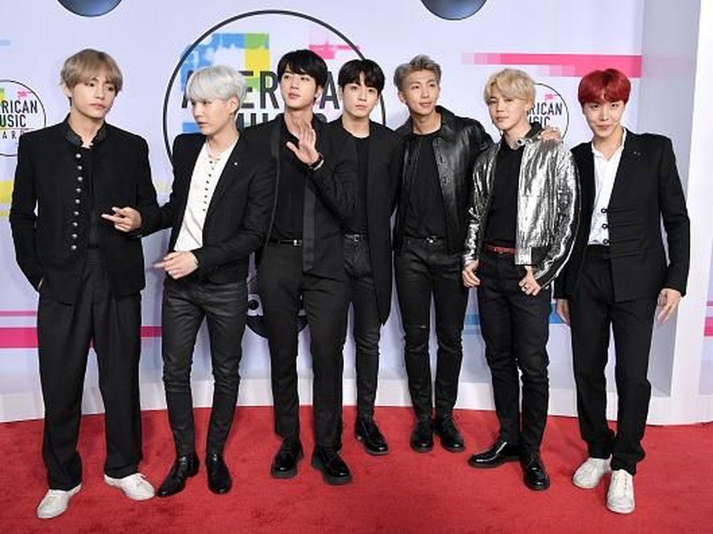 Foto: Pesona dan Gaya BTS Guncang Panggung American Music Awards 2017