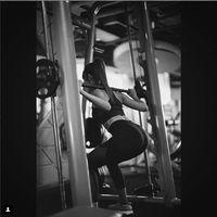 Putri Indonesia tahun 2011, Maria Selena juga melakukan squats untuk mendapatkan otot kencang di tubuh bagian bawah. Foto: instragram/mariaselena_
