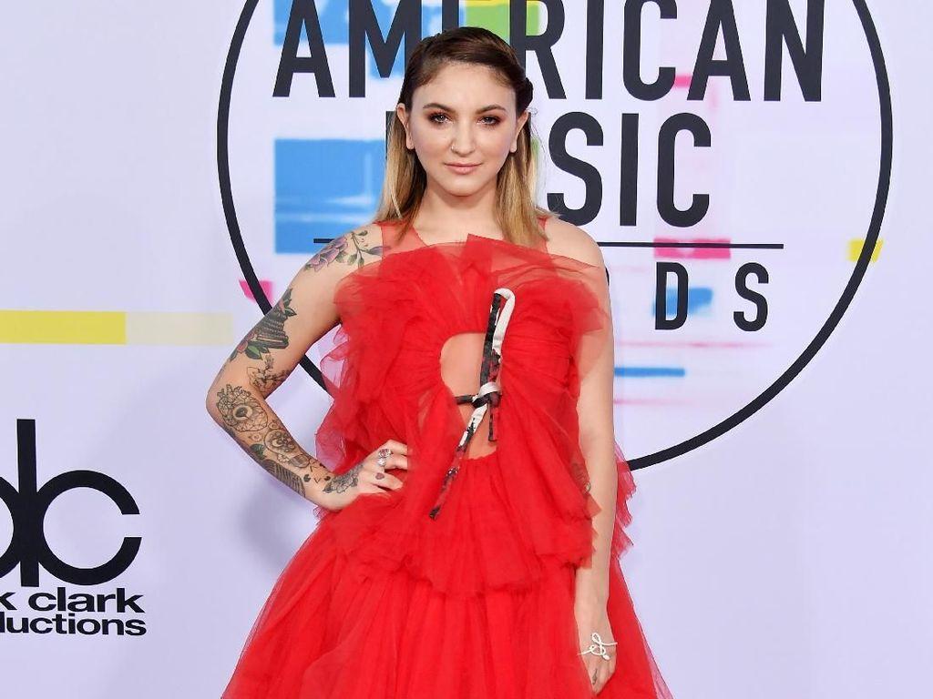 Foto: 8 Selebriti Berbusana Terburuk di American Music Awards 2017