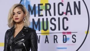 FOTO: Dominasi Hitam di Karpet Merah American Music Awards