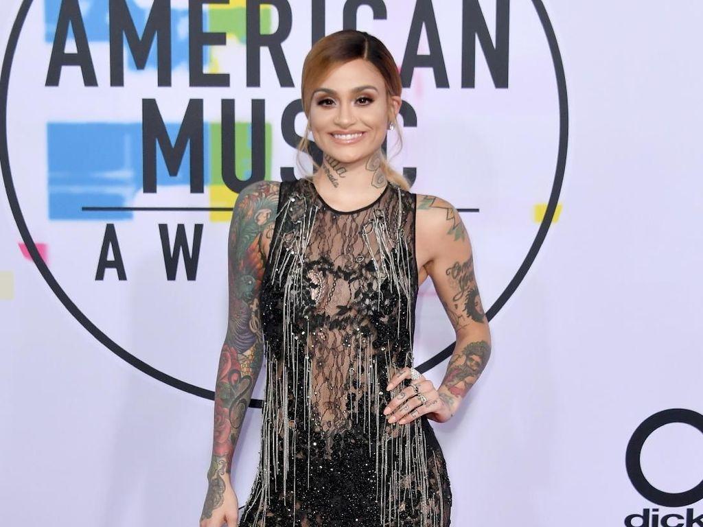 8 Gaya Terseksi Selebriti di American Music Awards 2017