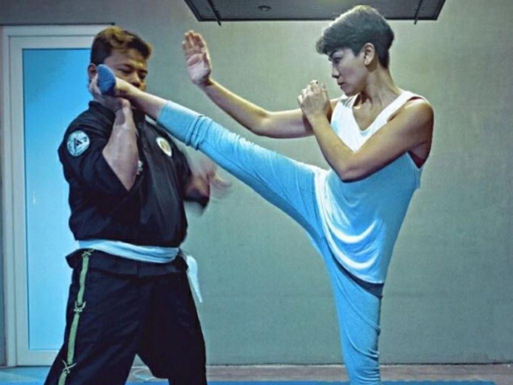 Foto: Latihan Fisik Nirina Zubir Demi Perankan Pembunuh Bayaran