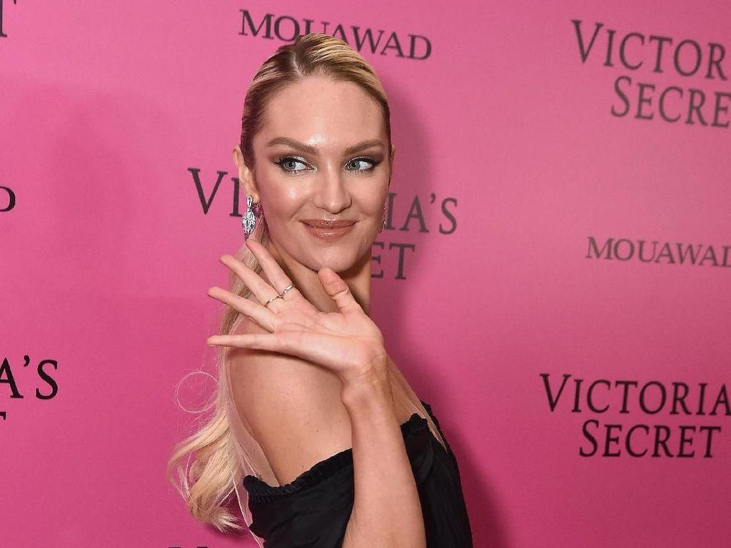 Foto: Seksinya Candice Swanepoel Pasca Melahirkan di Show Victorias Secret