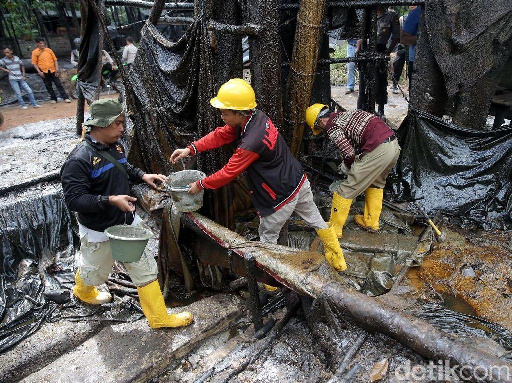 Kapolres lebih lanjut menyatakan penutupan ini merupakan perintah langsung dari Presiden Republik Indonesia Joko Widodo melalui kementrian ESDM yang diteruskan melalui pemerintah daerah dalam hal ini Bupati sebagai kepala daerah.