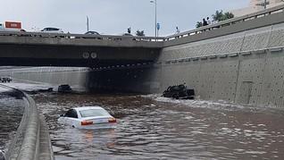 Jeddah Banjir, Kantor Badan Meteorologi Disambar Petir