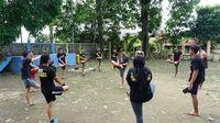 Komunitas Street Workout Depok atau yang lebih dikenal dengan sebutan SWORD berlatih di Taman Merdeka, Jalan Merdeka No.9, Mekar Jaya, Sukmajaya, Kota Depok, Jawa Barat. Foto: Widiya Wiyanti/detikHealth