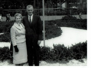 Kisah Haru Pasangan Menikah 71 Tahun Berpegangan Tangan Hingga Meninggal