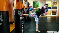 Untuk membakar kalori lebih besar olahraga aerobik yang jadi andalan Yoan adalah body combat dan muay thai. (Foto: Instagram/drg_yoan)