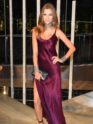 Foto: Ketika 7 Model Victorias Secret Pakai Lingerie Sebagai Gaun