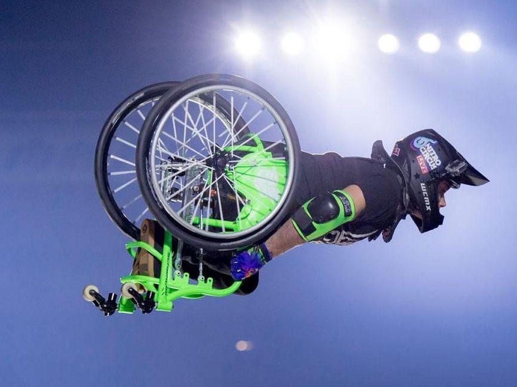 Kelainan Bawaan Tak Halangi Pria Ini Jadi Atlet Olahraga Ekstrem