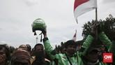 Massa berencana masuk ke dalam Istana Merdeka untuk didengar aspirasinya. Enam perwakilan pengemudi ojek online sudah masuk ke dalam Istana Merdeka bertemu dengan anggota Kantor Staf Kepresidenan (KSP). (CNN Indonesia/Andry Novelino)