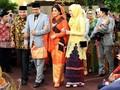 Sentuhan 'Oranye' Palembang di Busana Pernikahan Kahiyang