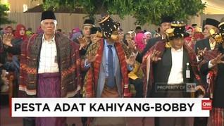 VIDEO: Kahiyang 'Ajari' Gibran Manortor dari Pelaminan