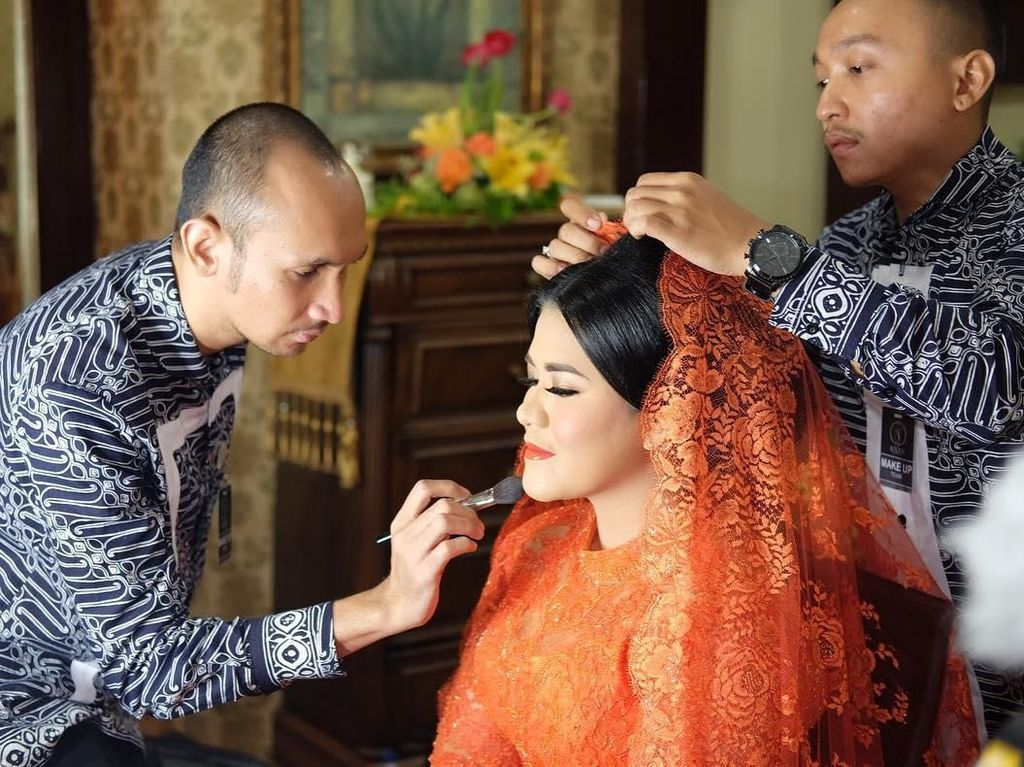 Foto: Di Balik Layar Makeup Kahiyang Ayu untuk Pesta Adat di Medan