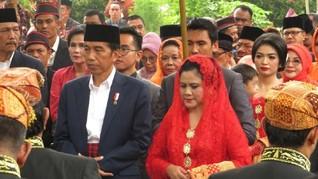 Ngunduh Mantu di Medan, Jokowi Pakai Baju Adat Khas Melayu