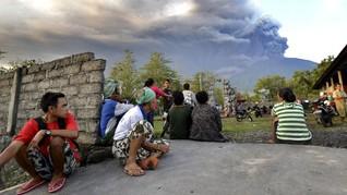 Gunung Agung Meletus, 9 Ribu Penumpang Pesawat Batal Terbang