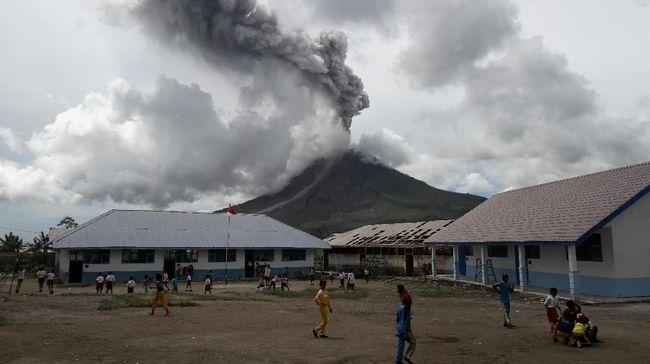 Gunung Sinabung Kembali Erupsi, Luncurkan Awan Panas 5 Km