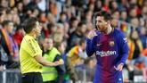 Tidak adanya teknologi garis gawang dan VAR di La Liga membuat gol penyerang Barcelona Lionel Messi tidak disahkan wasit. (REUTERS/Heino Kalis)
