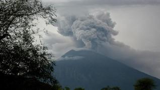 Gunung Agung Erupsi, Hujan Abu Turun di Lima Desa