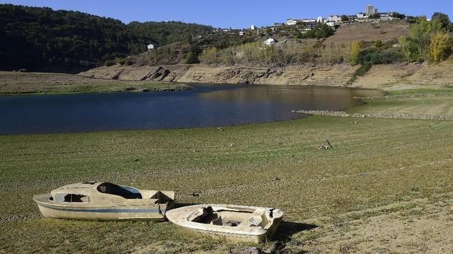 Pemandangan di Waduk Bao, Viana do Bolo, wilayah barat laut Spanyol , pada 27 Oktober 2017. (AFP PHOTO/MIGUEL RIOPA)