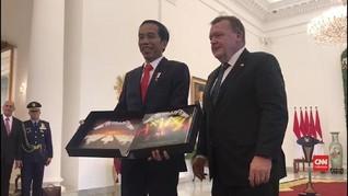 VIDEO: Jokowi Terima Album Metallica dari PM Denmark