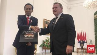 Presiden Jokowi Tebus Album Vinyl Metallica ke Negara