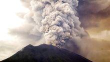 Gunung Agung Kembali Keluarkan Asap Kelabu 2.500 Meter