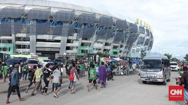 Puluhan Ribu Bonek Penuhi Stadion GBLA